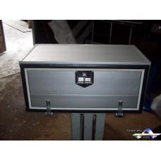 Алюминиевый инструментальный ящик  длина 850 мм*высота 400 мм*глубина 450 мм.
