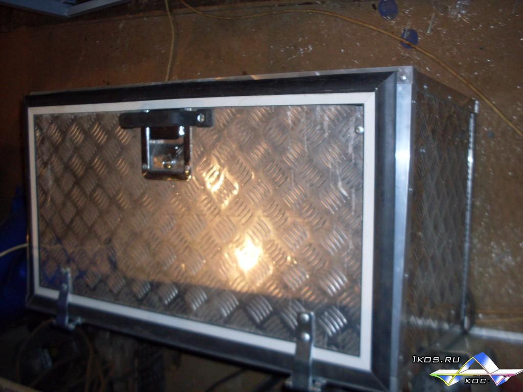 Алюминиевый ящик Длинна 800 мм, высота 450 мм, глубина 400 мм. Крышка с воротными уплотнителями. Замок из нержавейки.  Цена 12 000 р.