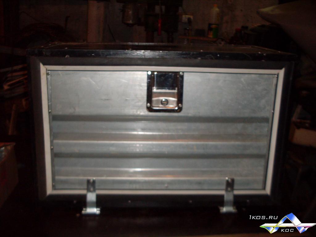 Ящик с оцинкованной дверцей и клавишным замком из нержавейки.