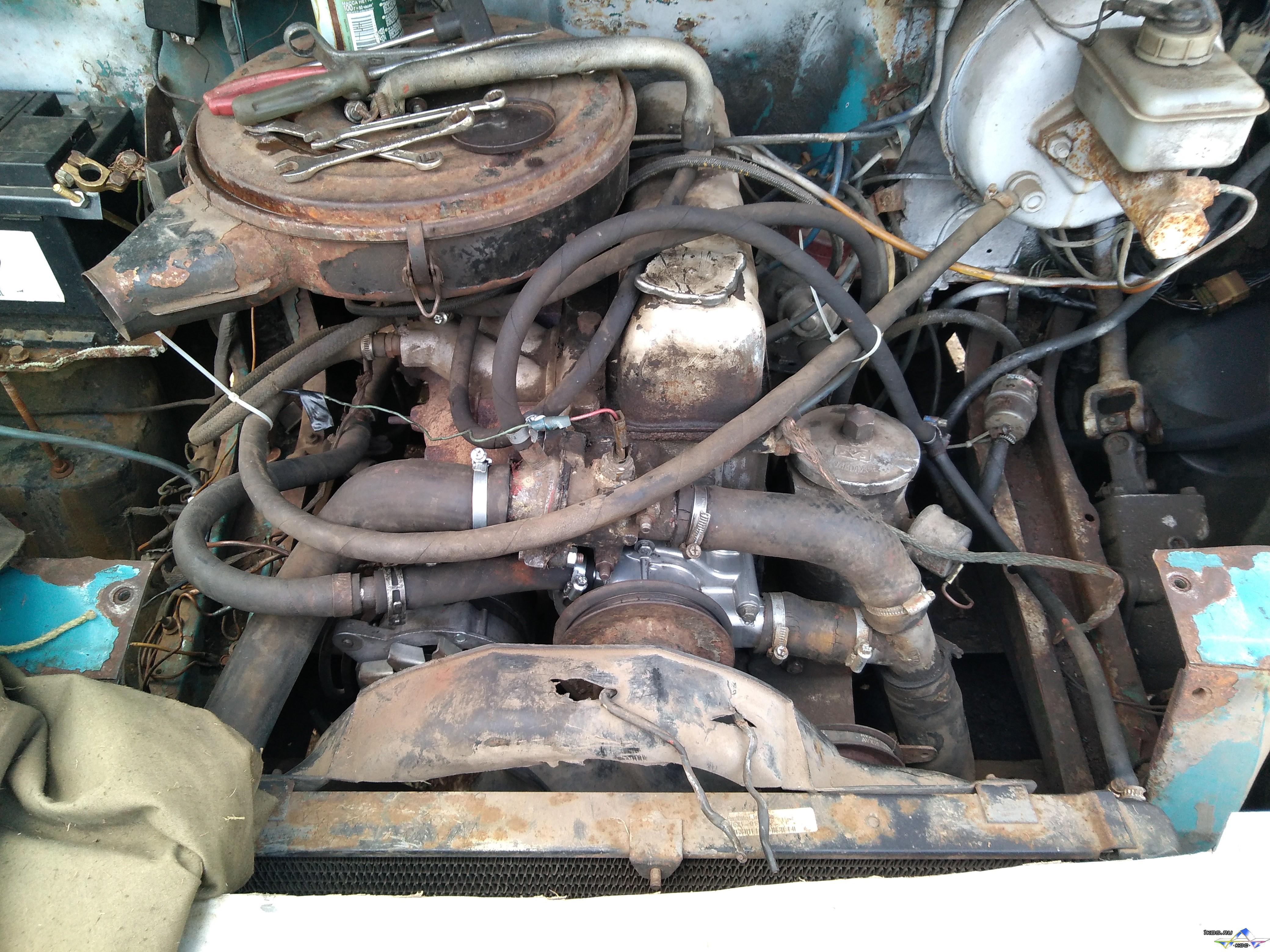Разбираем переднюю часть двигателя.