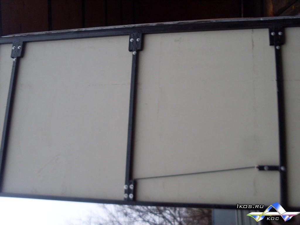 Ворота на металлическом каркасе с алюминиевой и пластиковой обшивкой.