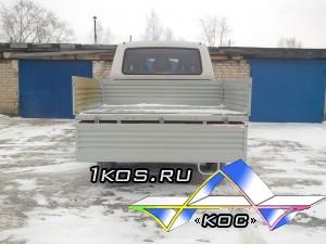 УАЗ пикап с простым, практичным кузовом.