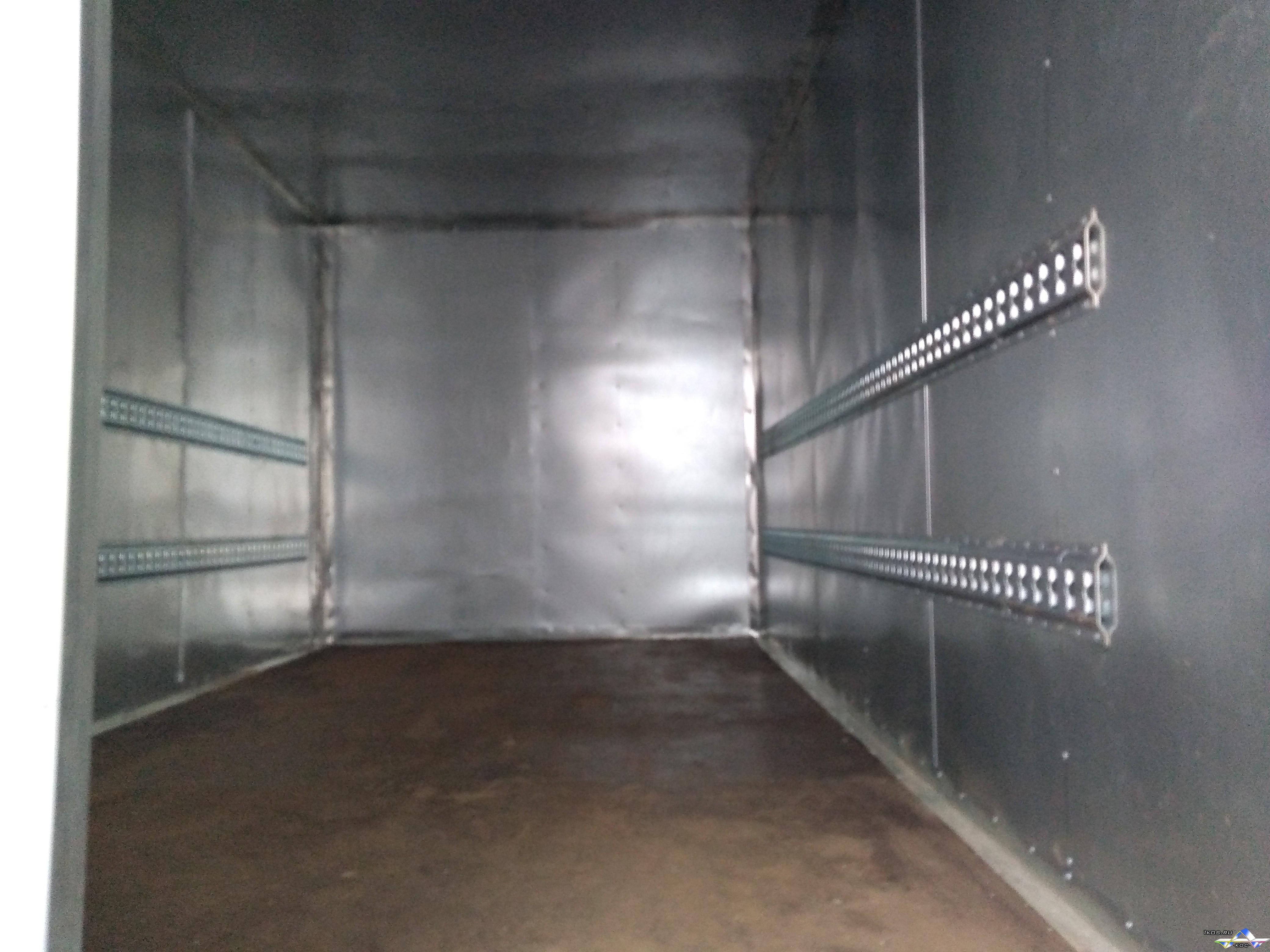 Установка на стены такелажной рейки (ячеистый профиль) для крепления грузов.