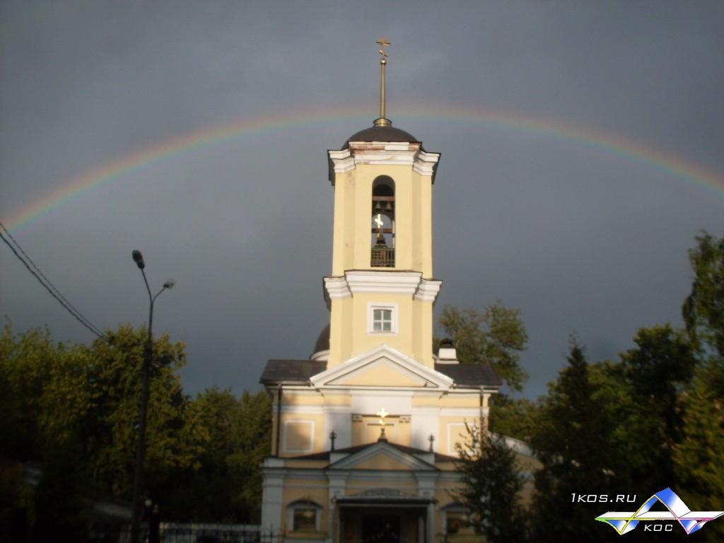 Радуга над храмом в Болшево.